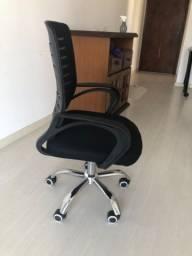 Cadeira escritório. Nova 2 meses de uso