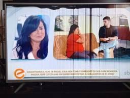"""Título do anúncio: SMART TV 49"""" 4K SEMP TCL COM DEFEITO NA TELA"""