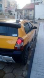 vendo Toyota Etios Cross 2014