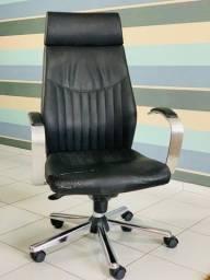 Cadeira presidente em couro, com pés de alumínio