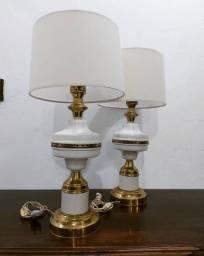Par Abajur de Metal Branco e Dourado com Floreio Vazado Antigos