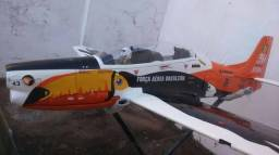 Aeromodelo tucano juniaer 20cc