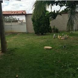 Ampla casa com quintal gramado