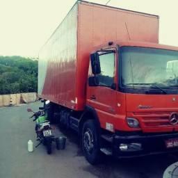 Caminhão baú 7,5 m