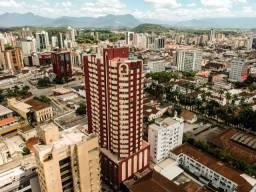 Apart centro Joinville com Netflix, ar e piscina