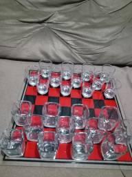 Jogo de Damas com Copos de vodka e whisk