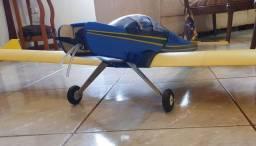 Aeromodelo pastinha tucano