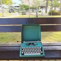 Linda e rara Maquina de escrever antiga - antiguidade