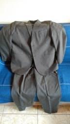Lindo terno Cinza tamanho 48