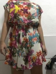 Vestido florido com costas nuas