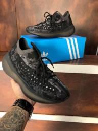 Título do anúncio: Tênis Adidas Yeezy Boost Alien