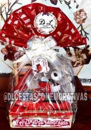 Cestas de chocolates com urso e caneca personalizada