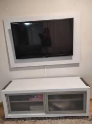Rack com painel e TV