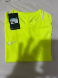 Vende-se camiseta Nike dri-fit. Nova, na etiqueta. Tamanho M