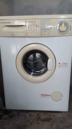 Máquina de lavar Eletrolux. 7,5 kg.