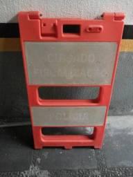 Cavalete Plástico , para uso de Isomanento e demarcação deárea