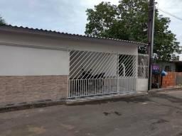 Casa com terreno amplo em avenida principal R$ 65 mil