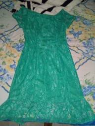 Vendo vestidos de festa todos de renda forrada