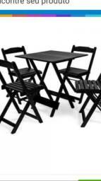 Conjunto de cadeiras e mesas rústicas