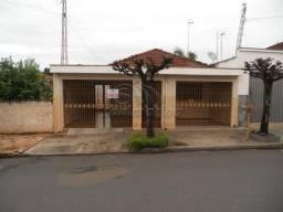 Casa para alugar com 3 dormitórios em Centro, Jaboticabal cod:L1293