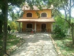 Casa duplex, em centro de amplo terreno plano, ótima planta, 03 qts./01 suíte, 172m², R$ 5