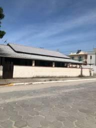 2 Casas de esquina com ótima localização em Pereque! CA207