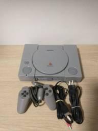 PlayStation 1 Fat - Liga mas não lê CD