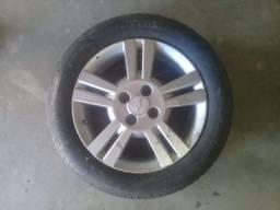 Roda Chevrolet Aro 15 com pneu meia vida