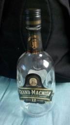 Lindas garrafas de Scoth Whisky 12a. 1L,c/ detalhes em baixo relevo,RARIDADE!
