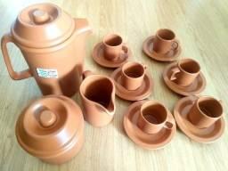 Aparelho em cerâmica para café na caixa