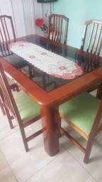 Jogo de mesa jantar em madeira mogno ótimo estado.
