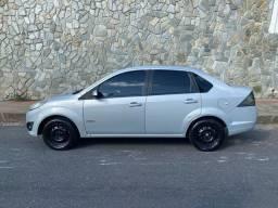 Carro Ford Fiesta sedan