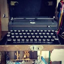 Máquina de escrever ano 1930 em Triunfo PE