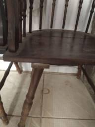 Vendo cadeira de madeira