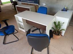 Móveis de escritório em estado de NOVO