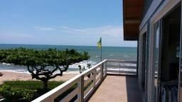 Apto 140 m2 em Condomínio horizontal frente para Praia