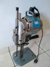 Máquina de cortar tecido semi nova
