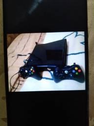 Xbox 360 em bom estado vai com 2 controle e mais de 20 jogos ou troco