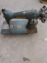 Pé e máquina de costura antigos