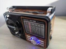Título do anúncio: Rádio Portátil Analógico Am e FM - Funciona via USB Também