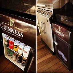 Título do anúncio: Cervejeira e Expositora Premium da Guinness / LED / + ou - 30 latas / TOP