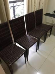 Quatro Cadeiras top de fibra sintética