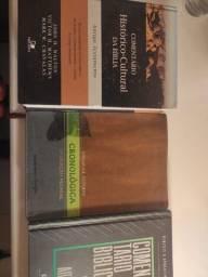 Título do anúncio: Bíblias e livros teológicos