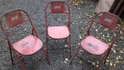 Cadeiras de ferro, bar, lanchonetes.