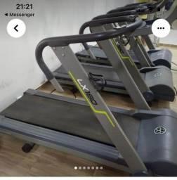 Título do anúncio: Vende se esteira e máquinas pra musculação