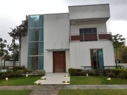Bela Casa com Piscina e Campo Society, 4 Suítes, 4 Vgas 1.000m² área construída
