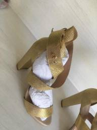 Sandália Dourada Carmem Steffens 37