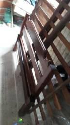 Cama de madeira de casal