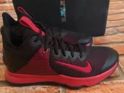 Tênis Nike Basquete LeBron James