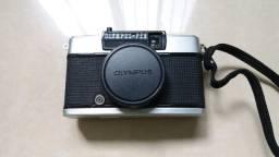 Máquina fotográfica analógica Olympus EE33 revisada
